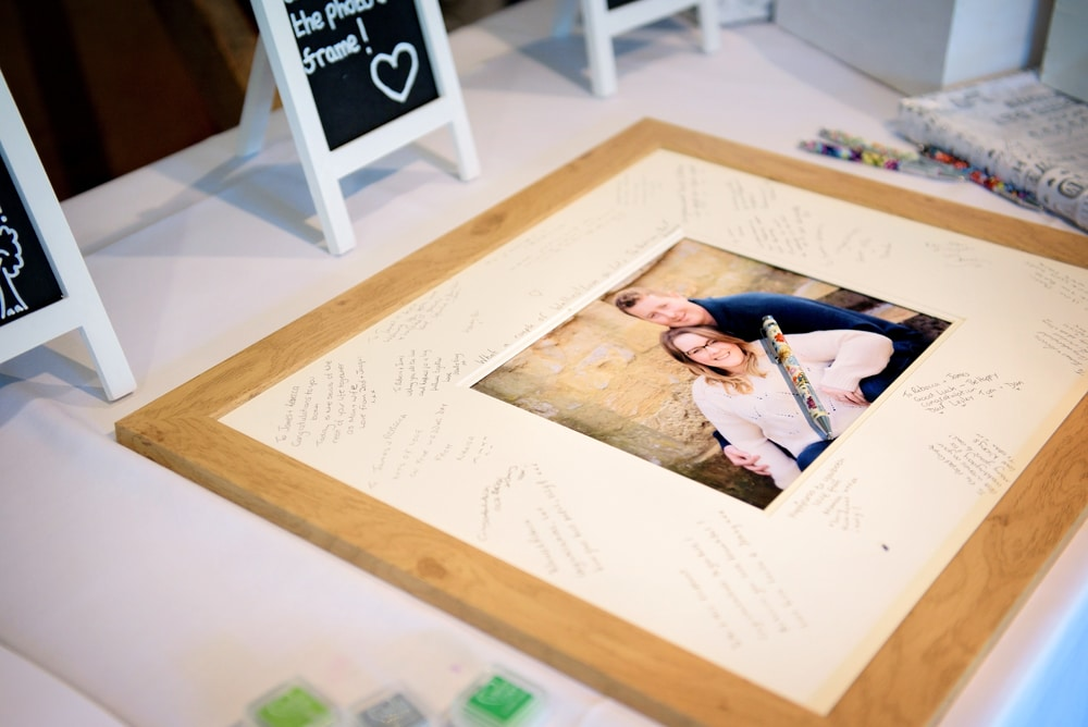 signing-frame
