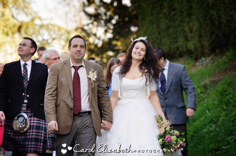 bride and groom at harwell church wedding by carol elizabeth photography