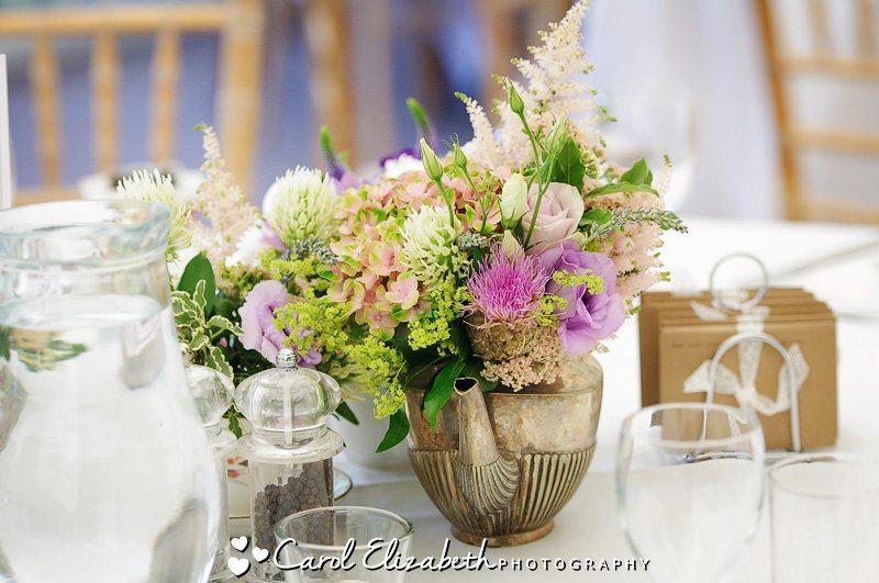 Wedding aWedding flowers at Cherwell Boathousehouse in Oxford