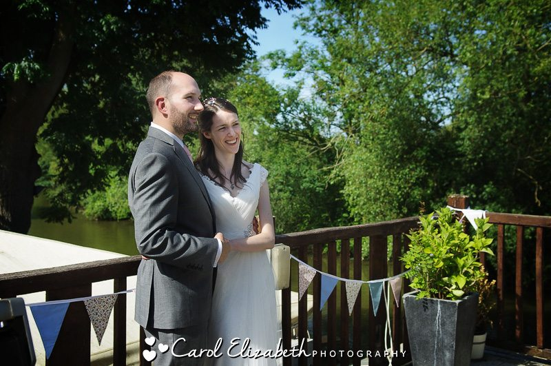 Bride and groom Cherwell Boathouse