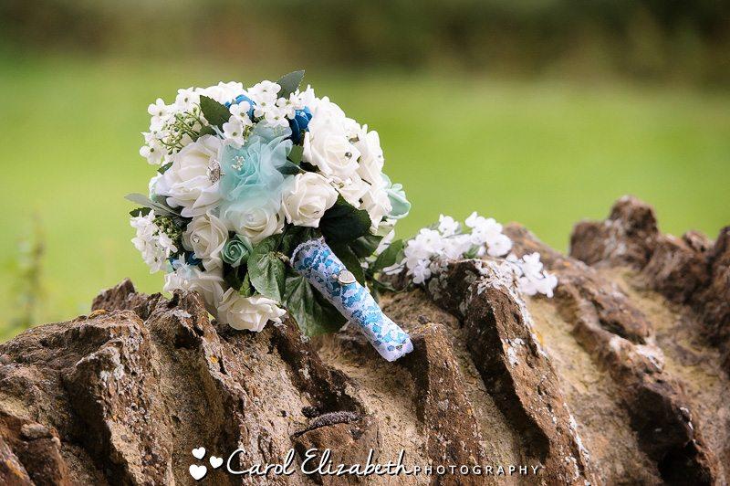 Abingdon wedding photography at The Dog House Frilford and wedding at Shippon Church