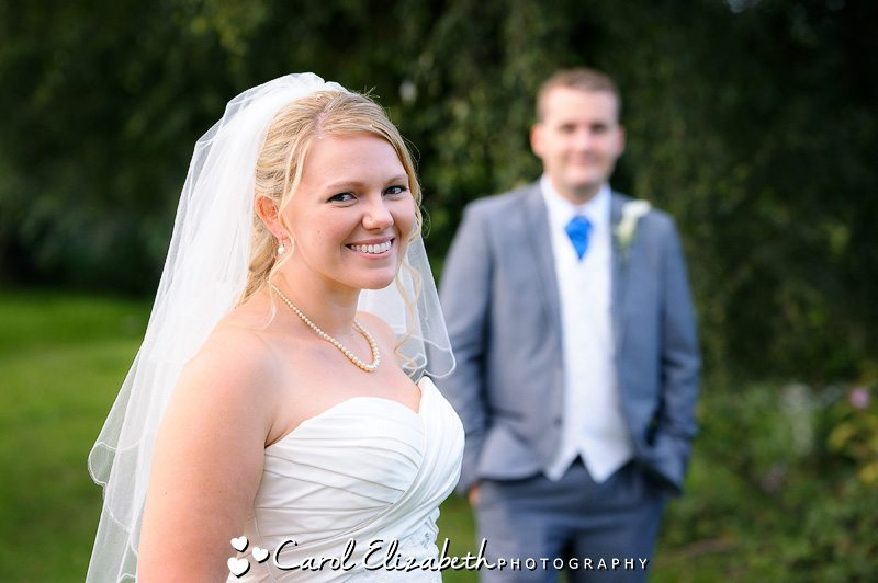Hayley and Rob's relaxed and natural wedding photography near Abingdon in Oxfordshire