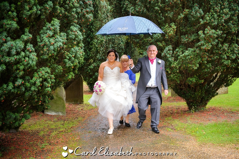 Bride arriving at the church in the rain