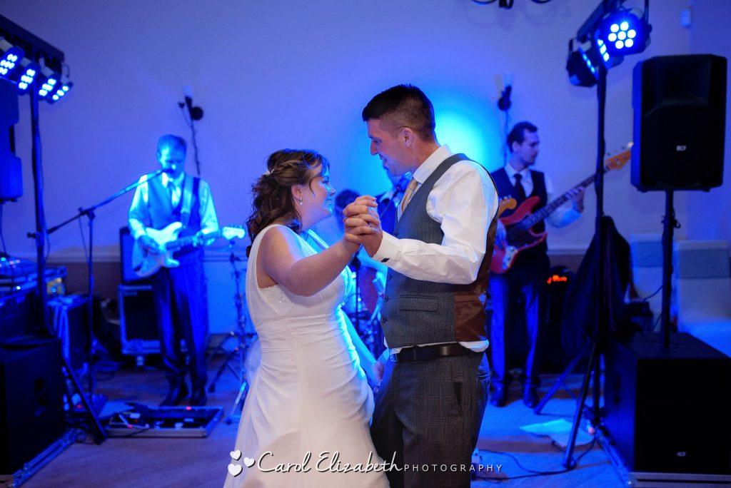 Icon wedding band - wedding first dance