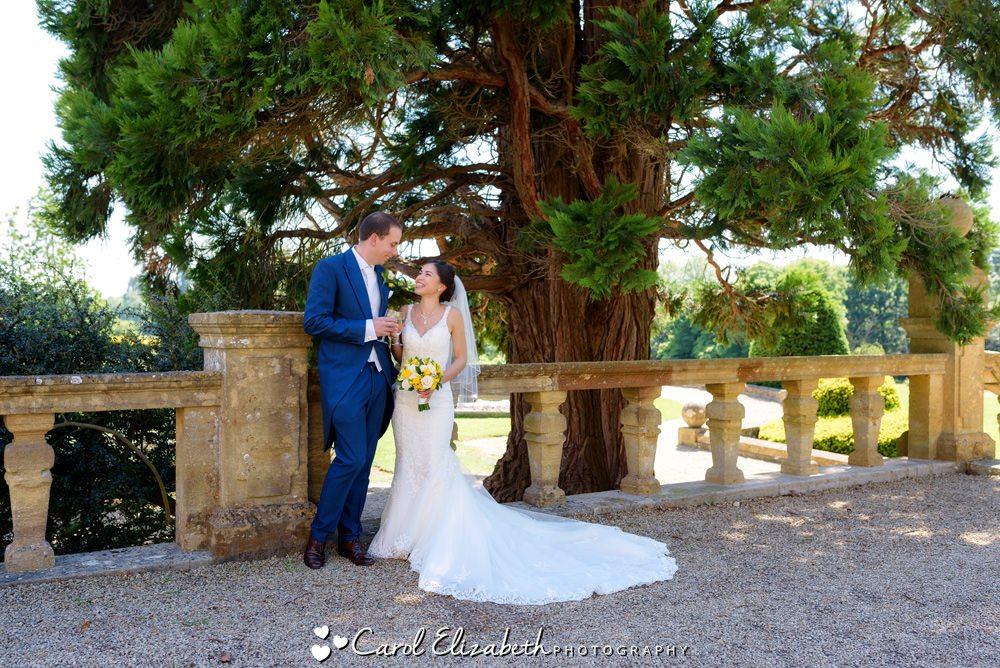 Fun and relaxed wedding photograpy at Eynsham Hall