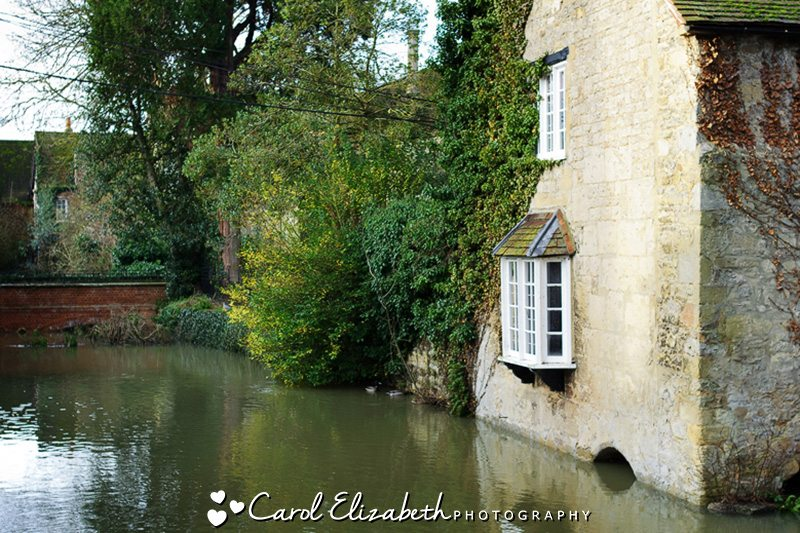 Weddings at Coseners House in Abingdon - beautiful riverside venue