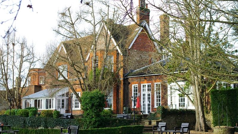 Weddings at Coseners House in Abingdon - beautiful riverside venue