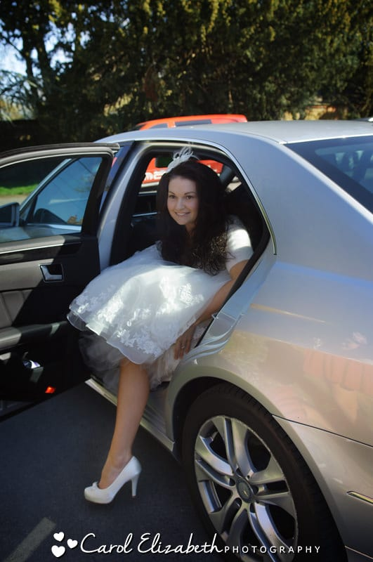 bride arrives at harwell church