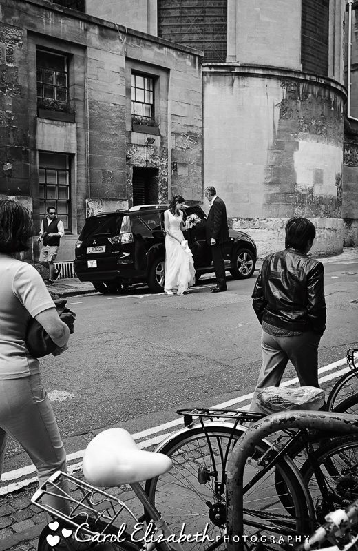 Wedding photographer in Oxford - black and white photography of bride arriving