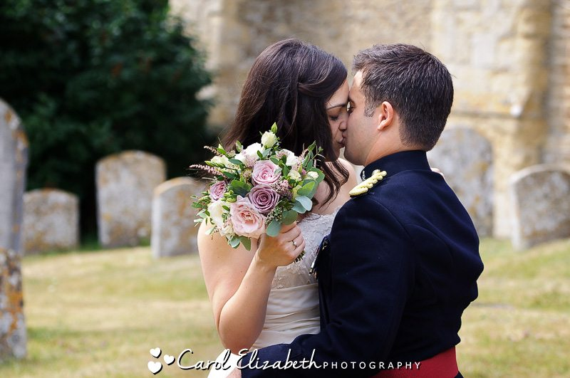 Oxfordshire natural and informal wedding photographer
