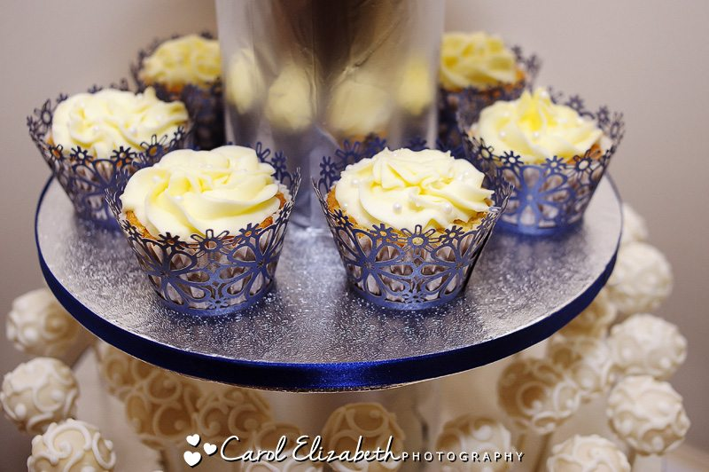 cupcakes at four pillars sandford wedding