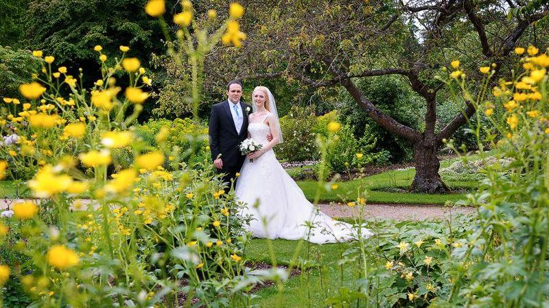 Oxford Botanical gardens wedding reception - Carol Elizabeth Photography