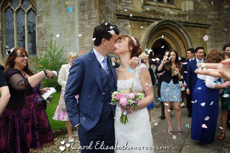 Lechlade church wedding photos of confetti