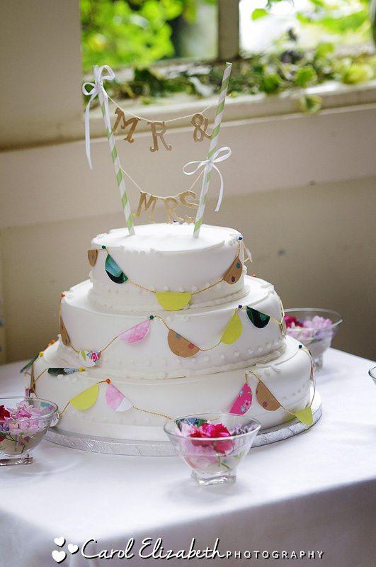 White vintage wedding cakes