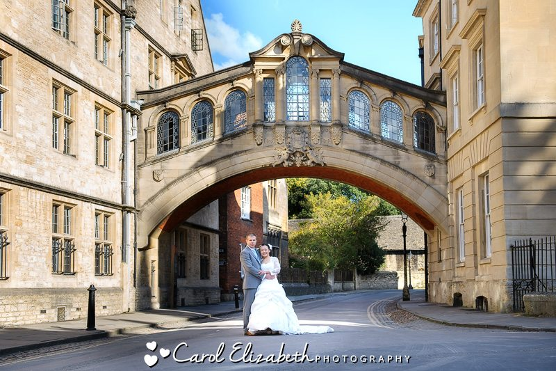 Wedding photos at bridge of sighs in Oxford