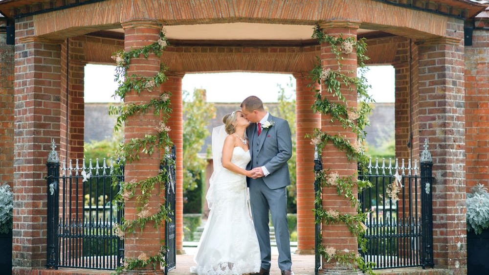 Oxfordshire wedding photography at Milton Hill