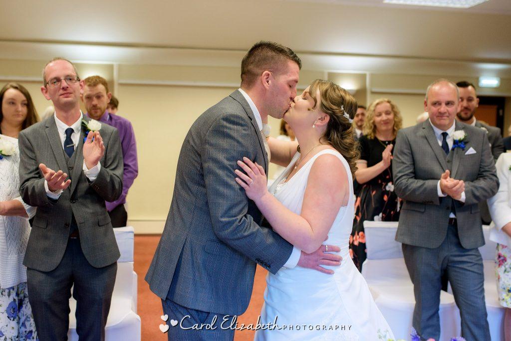 Wedding ceremony at Coseners House in Abingdon