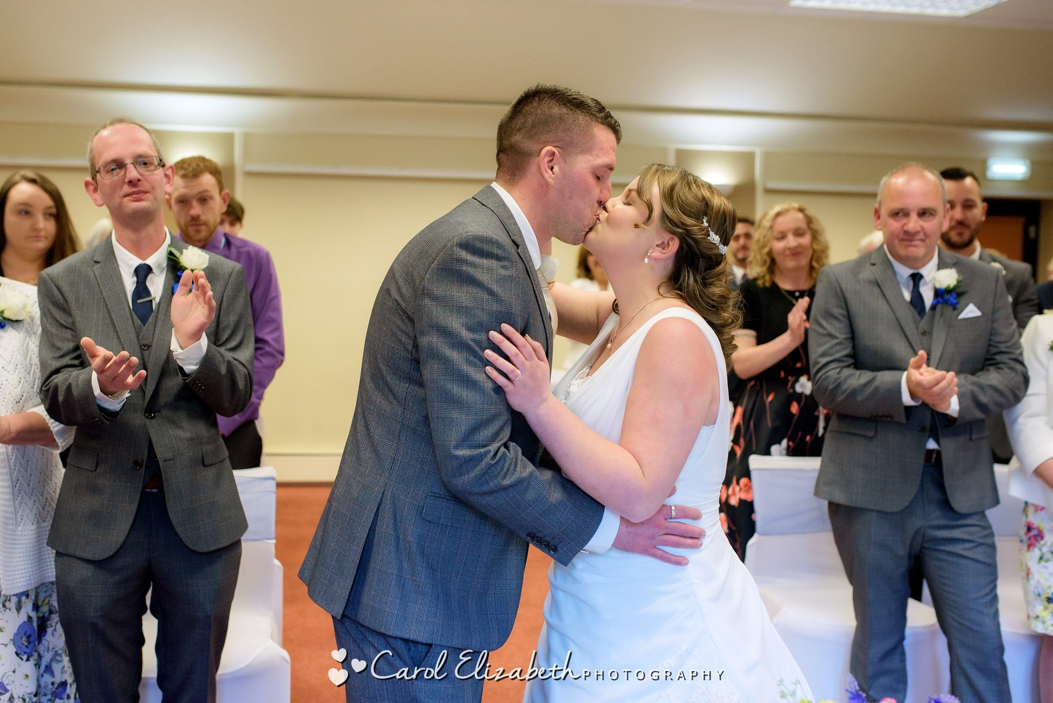 Wedding ceremony at Coseners House in Abingdon