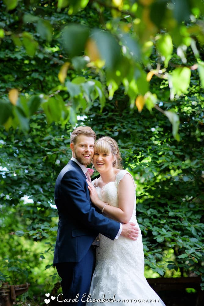 Bride and groom posed photos in Oxfordshire