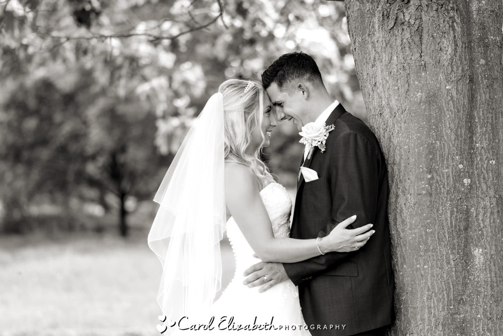 Summer wedding photography at Milton Hill House in Oxfordshire