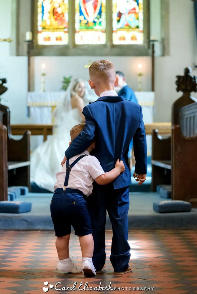 Unposed wedding photography moments in Oxfordshire