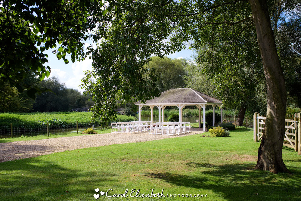 Oxford Thames outdoor wedding venue in Oxfordshire