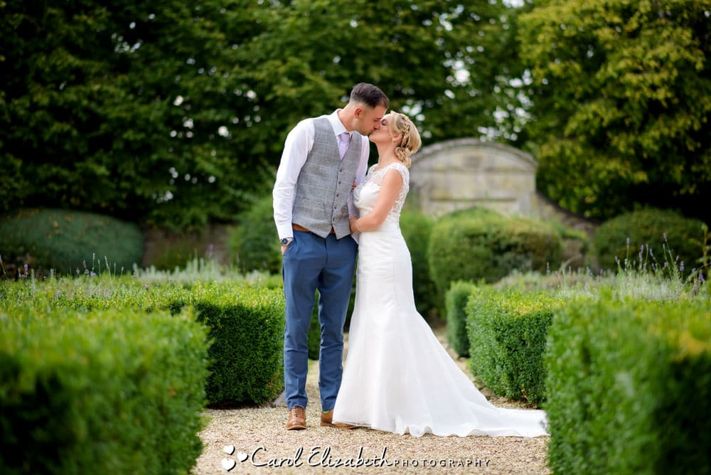Bride and groom kissing at Oxford wedding