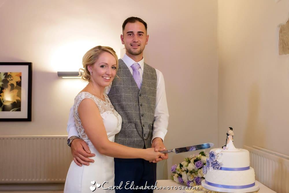 Cutting the wedding cake