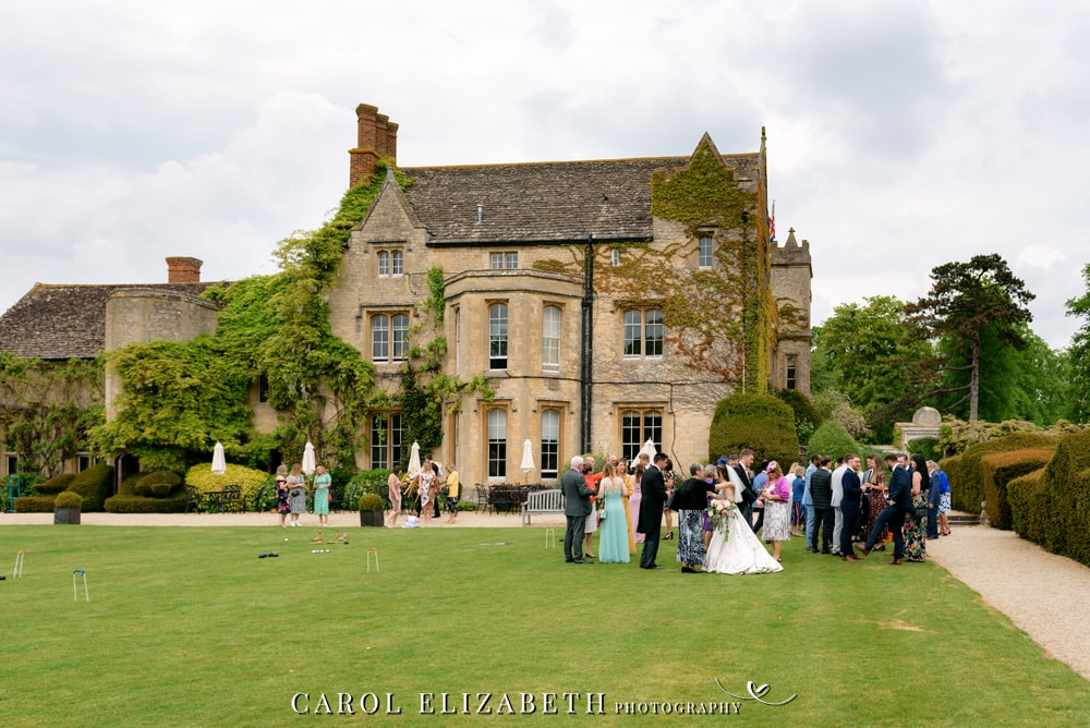 Informal wedding photography in Oxfordshire - unposed wedding photography