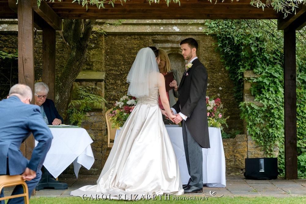 Professional wedding photographer in Oxfordshire - trusted wedding photographer