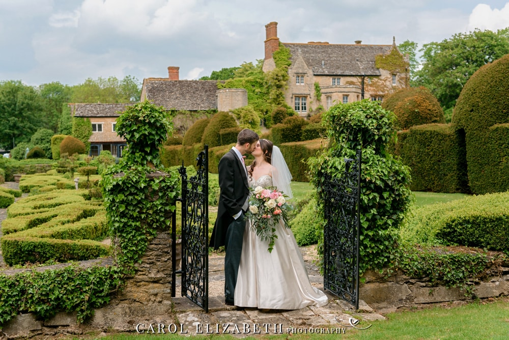 Professional wedding photographer in Oxfordshire - trusted wedding photographer