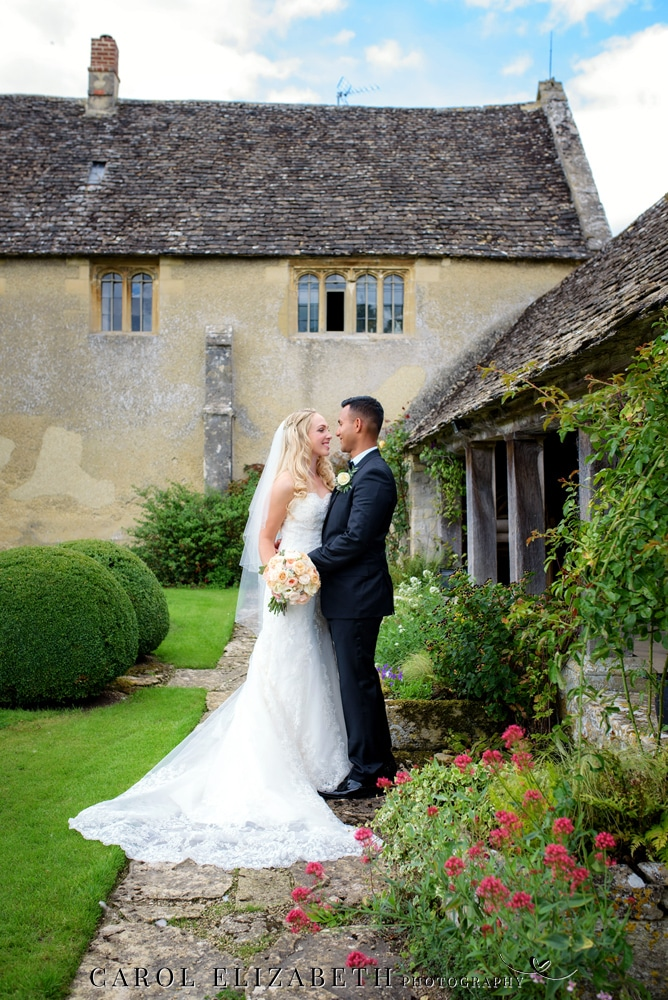 Professional wedding photographer Caswell House