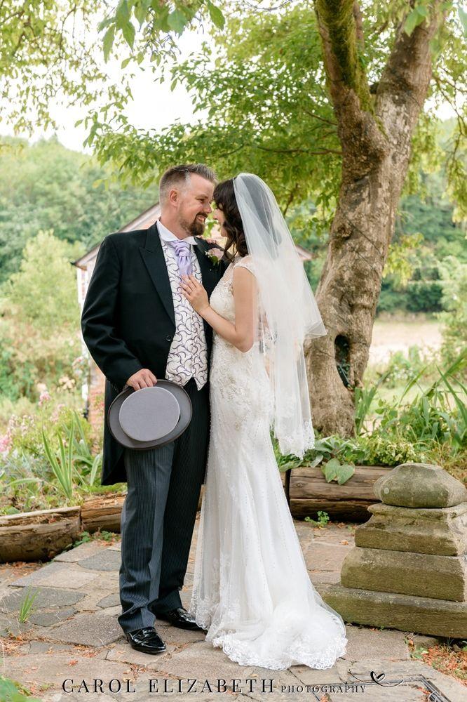 Carol Elizabeth Photography provides informal wedding photography in Oxfordshire