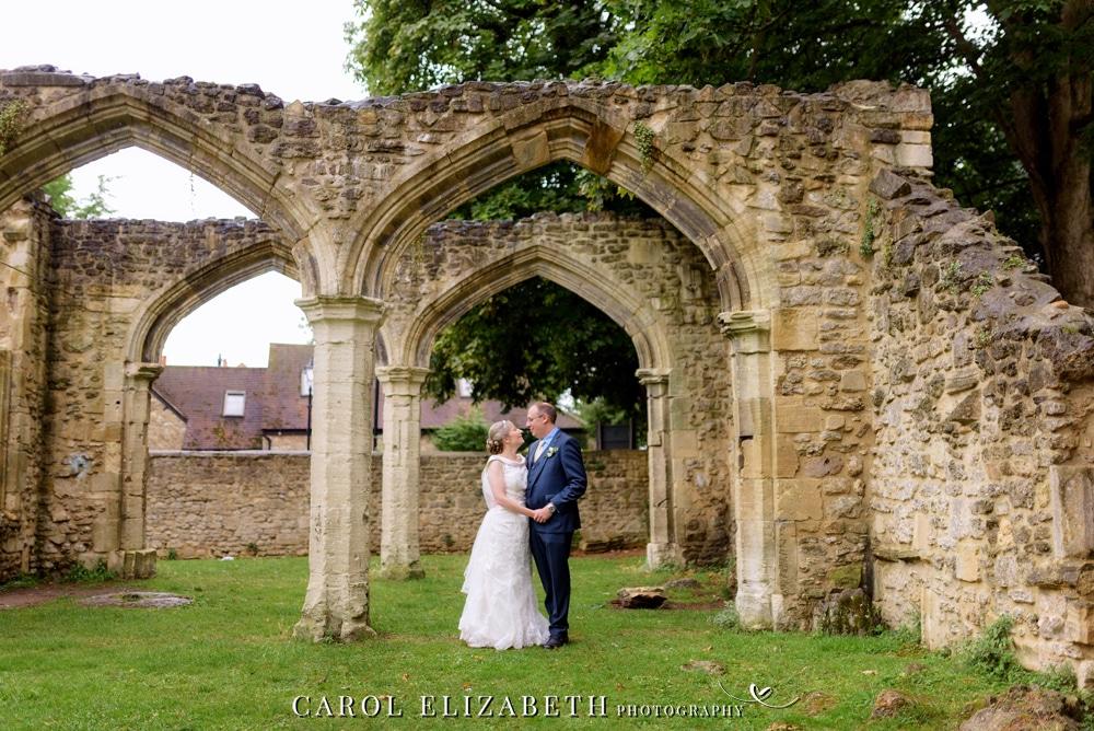 Abingdon wedding photography in Abbey Gardens