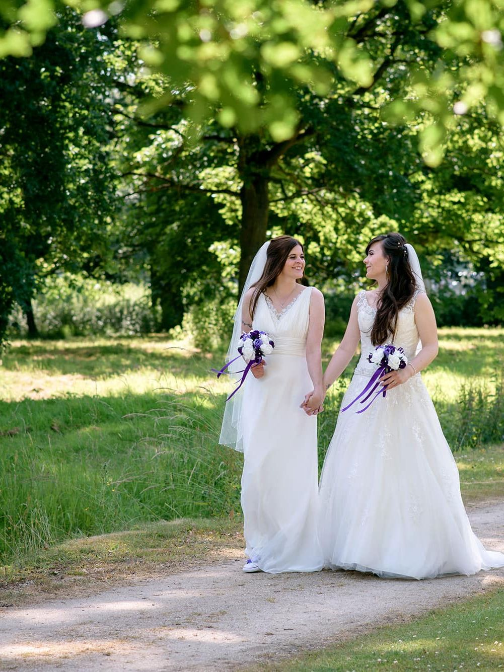 Informal and relaxed oxford wedding photography at Milton Hill House in Oxfordshire