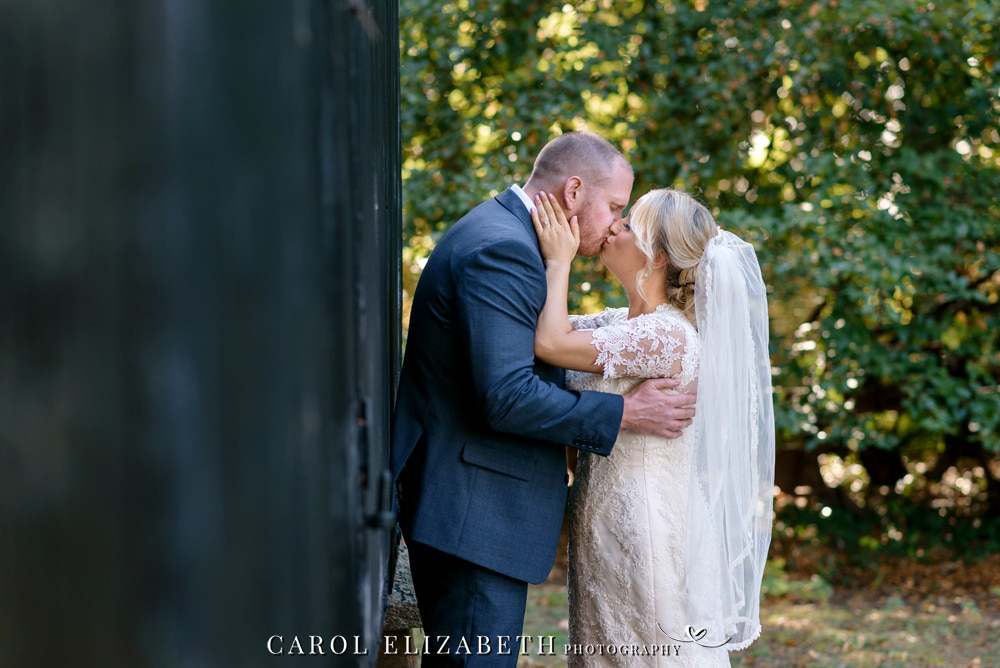 Wedding photographer Lains Barn in Oxfordshire - romantic and timeless photography