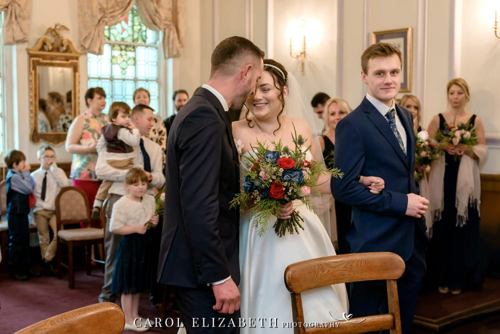 Informal and natural Oxford wedding photographer at Oxford Registry Office