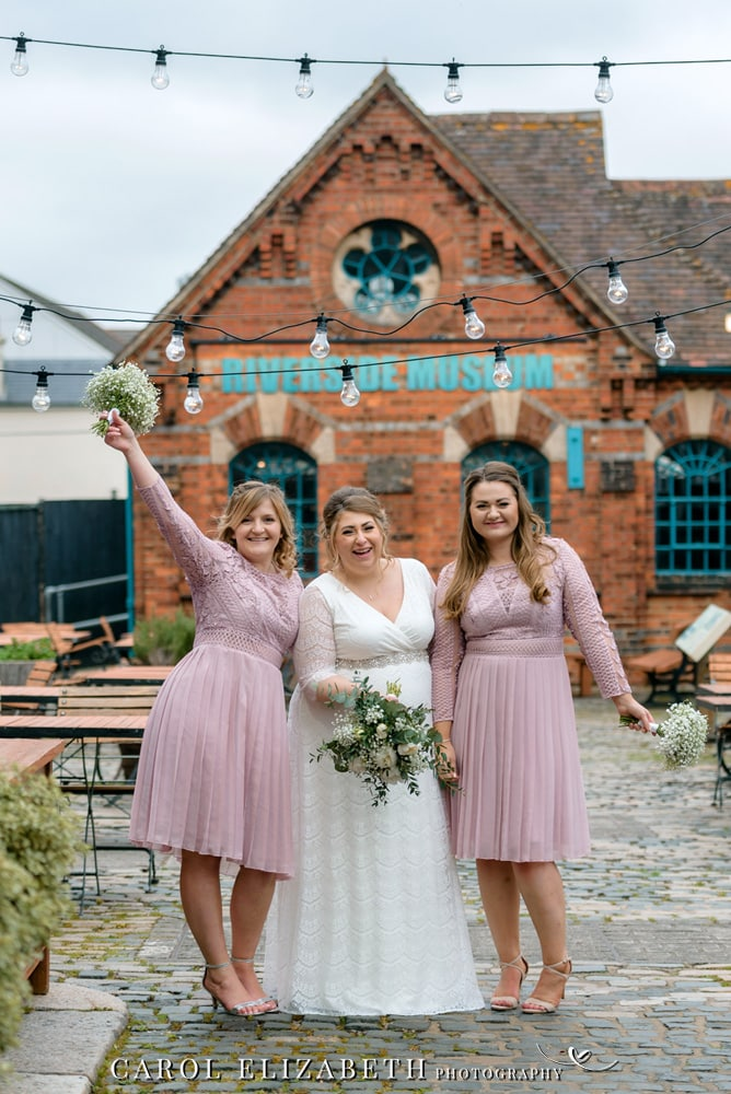 Professional wedding photographer in Reading and Berkshire - informal and relaxed wedding photography