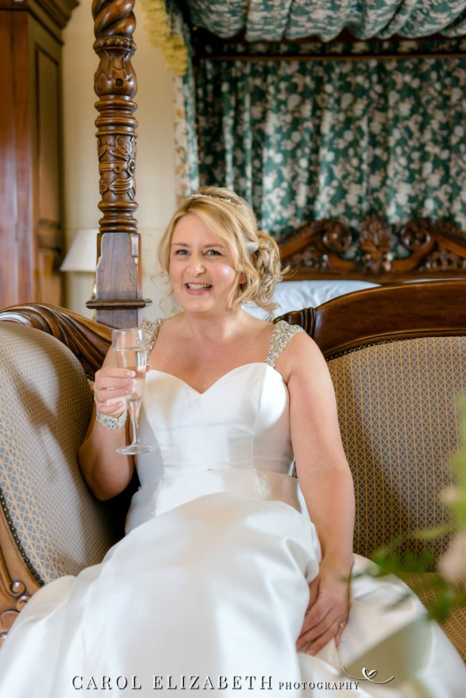 Relaxed and informal wedding photography in Swindon at Stanton House Hotel