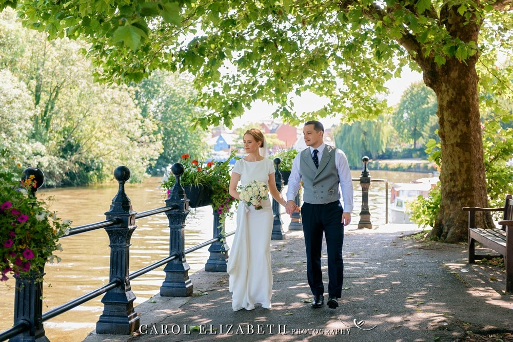 Relaxed and Informal wedding photography in Abingdon by Carol Elizabeth Photography