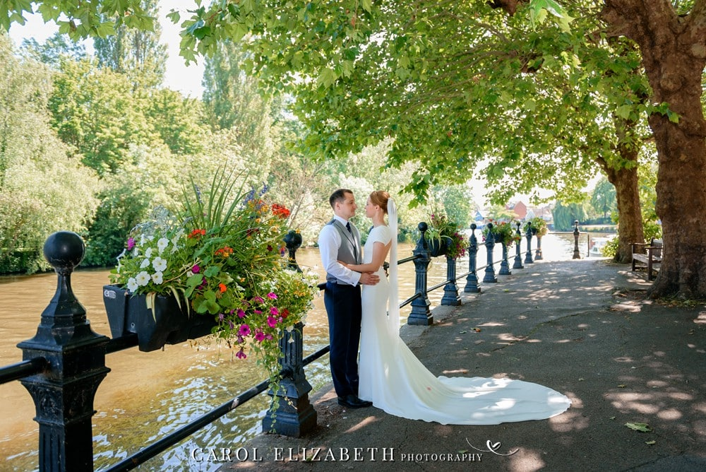 Summer wedding photography in Abingdon by Carol Elizabeth Photography