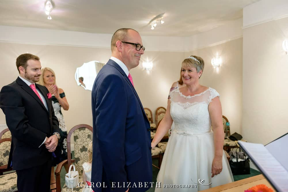 Professional wedding photographer in Abingdon and Oxfordshire with a relaxed and natural style