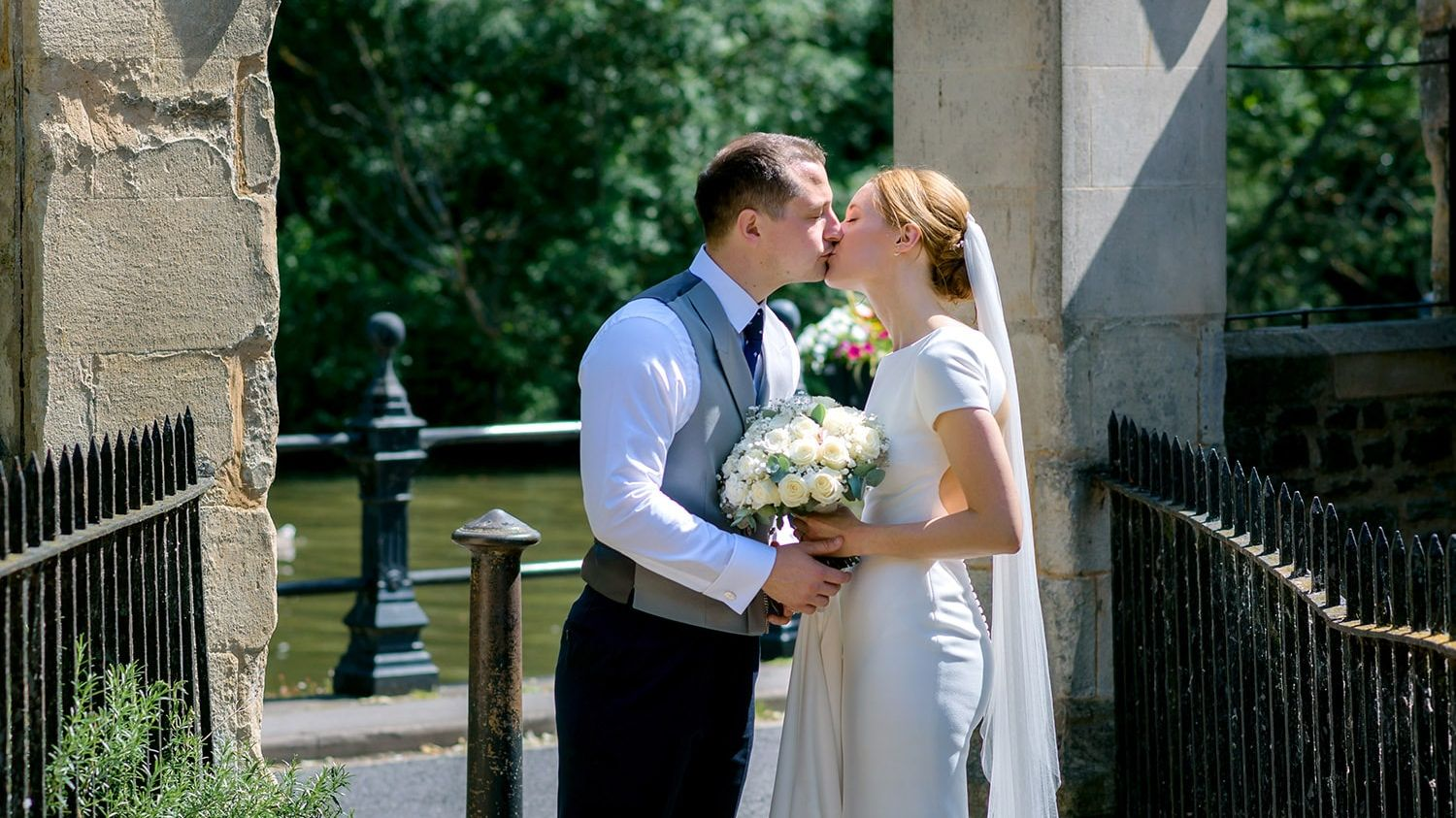 Professional wedding photographer in Abingdon and Oxfordshire