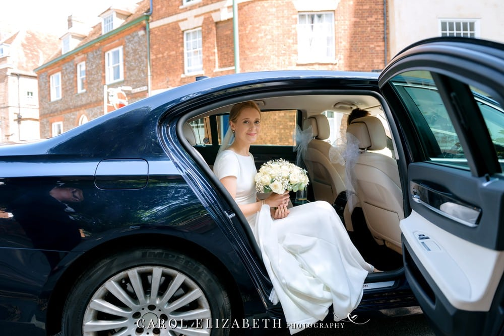 Bride arriving at the church in Abingdon
