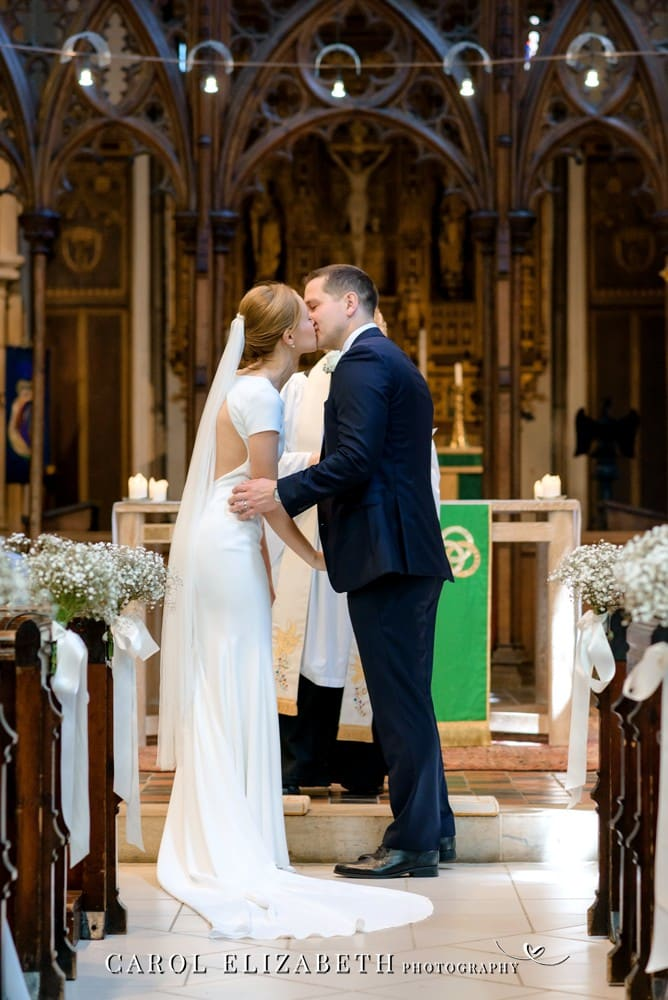 Wedding photographer at St Helens Church in Abingdon by Carol Elizabeth Photography