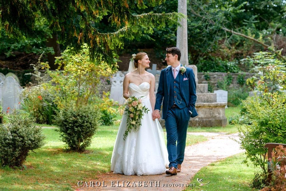 Wedding photography at Holy Trinity Church HEadington by Carol Elizabeth Photography