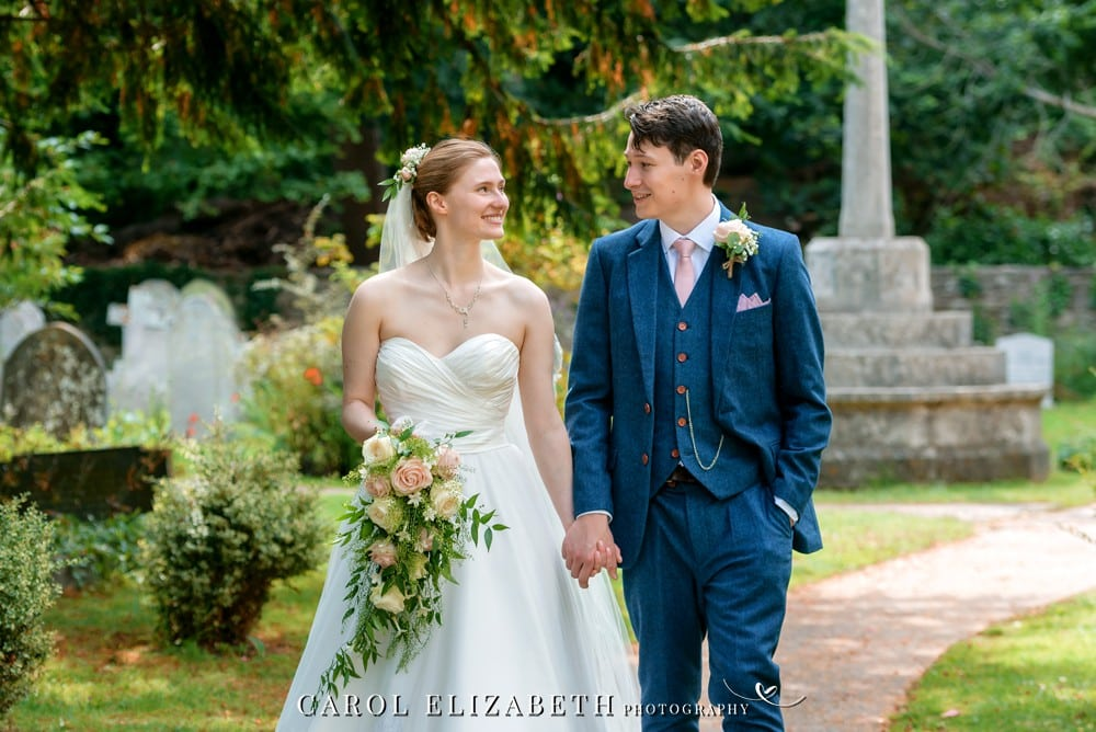 Wedding photography at Holy Trinity Church HEadington by Carol Elizabeth Photography