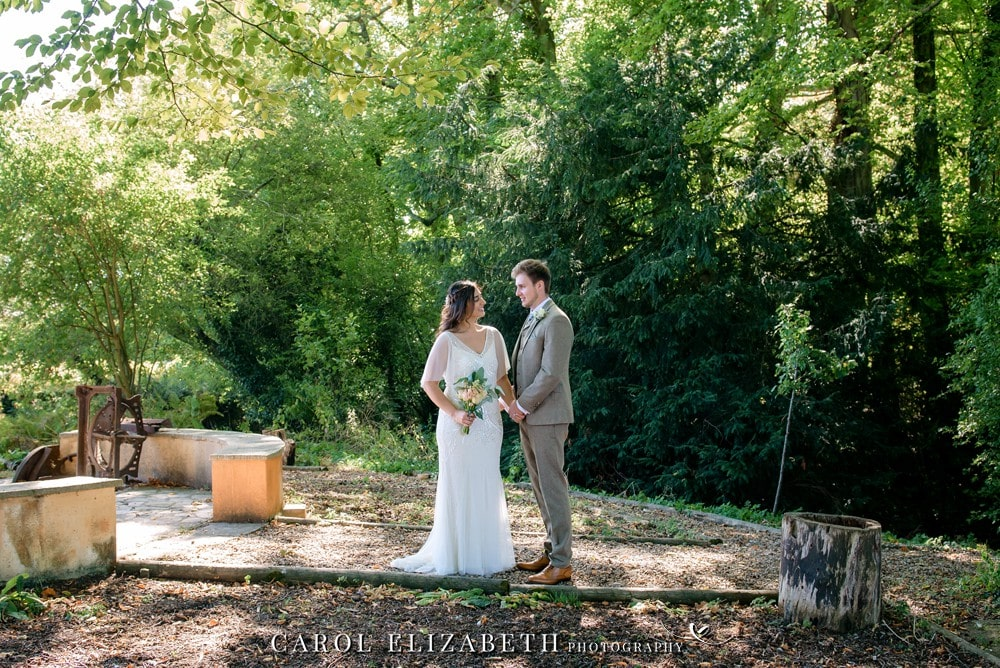 Wedding photography in Oxfordshire and Berkshire with an unobtrusive and relaxed style