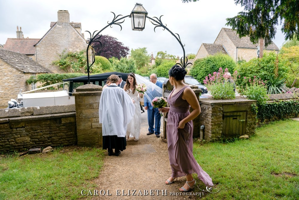 Wedding photographer in Bicester Kidlington and Oxfordshire - St Marys Church Kidlington wedding photography