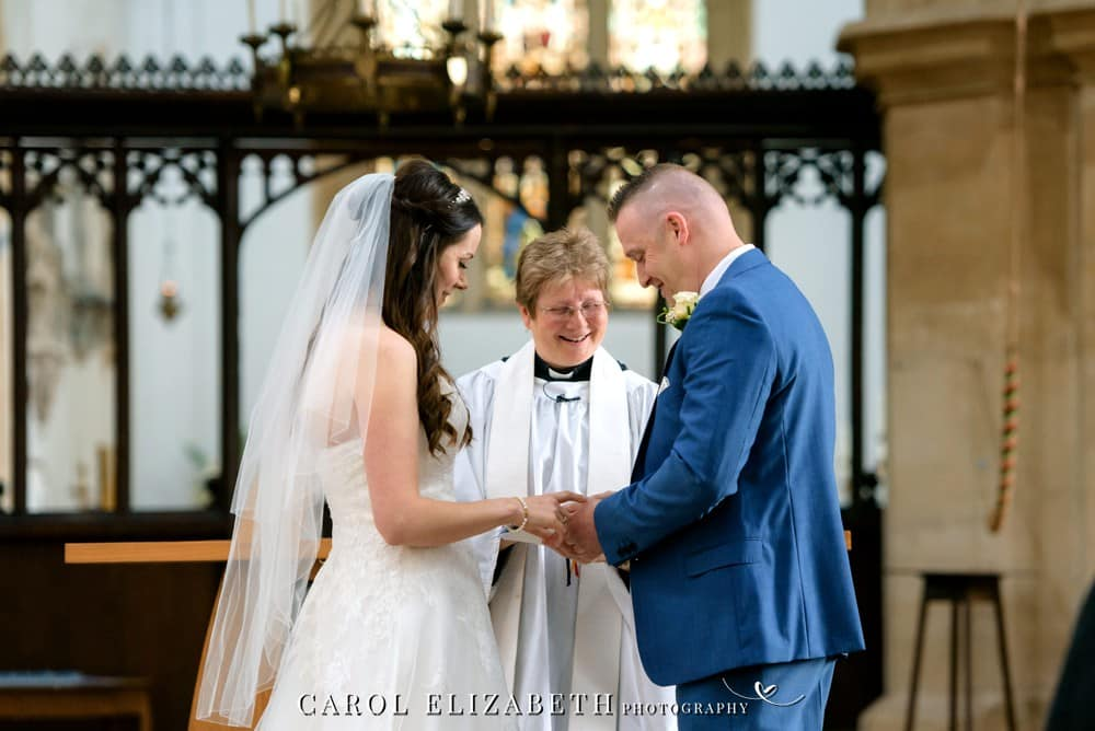 Wedding photographer in Bicester Kidlington and Oxfordshire - St Marys Church Kidlington wedding photography